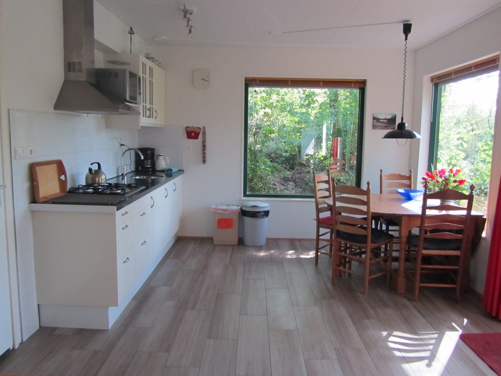 keuken en eethoek Malgre-Tout bij de Drentsche Aa te Schipborg