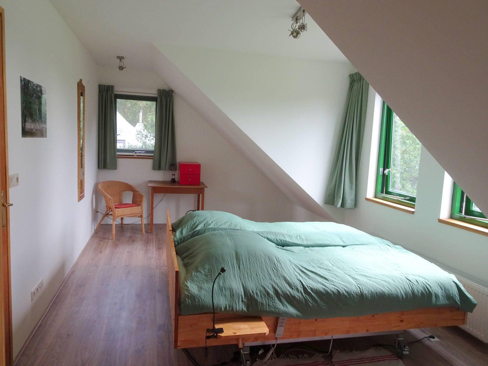 Grote slaapkamer boven Badzicht Schipborg Músarrindill 3